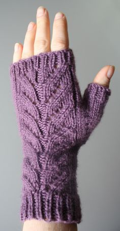 Ravelry: Autumnal Mitts pattern by Jo Bangles