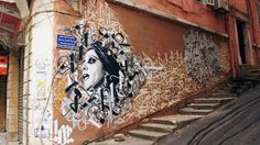 One Lebanese artist has been re-claiming Beirut's streets, one mural at a time. Global Voices' Joey Ayoub sits down with  Yazan Halwani to hear his story. - septembre 15