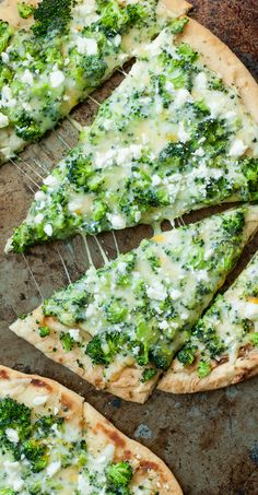 Broccoli Cheese Flatbread Pizza :: quick, easy, and DELICIOUS!