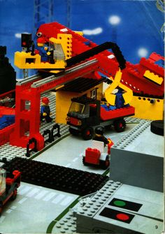 LEGO 7777 Trains Ideas Book instructions displayed page by page to help you build this amazing LEGO Books set Lego Books, Lego Police, Lego Trains, Vintage Lego, Lego Models, Lego Projects, Lego Instructions, Lego Building, Lego Creations