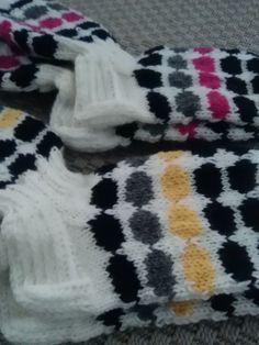 Marimekko-sukka, sukkaohje Project Life Scrapbook, Colorful Socks, Marimekko, Knitting Socks, Crafts To Do, Knit Crochet, Knitting Patterns, Winter Fashion, Projects To Try