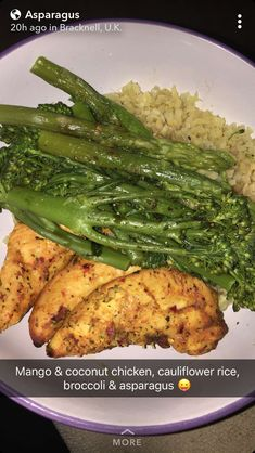 Dip chicken in flour mixed with tony's, pepper, and garlic powder and add a little bit of oil in a pan and cook chicken Healthy Meal Prep, Healthy Snacks, Healthy Eating, Healthy Recipes, Plat Vegan, Food Cravings, I Love Food, Food Inspiration, Smoothie