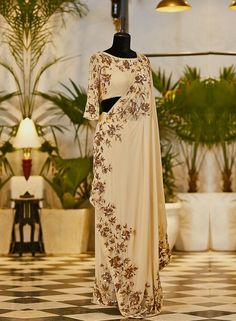 Mehendi Outfits, Indian Bridal Outfits, Indian Party Wear, Indian Designer Outfits, Pakistani Formal Dresses, Indian Gowns Dresses, Pakistani Dress Design, Lengha Blouse Designs, Saree Blouse