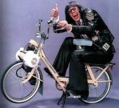 Vespa, Photos Of Women, Female Photos, Moto Scooter, Bicycle Engine, Lotus 7, Vintage Tv, Music Film, Mopeds