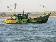 Description <b>Fishing</b> Boat Goa India. Used Fishing Boats, Fishing Rigs, Best Fishing, Sailing Classes, Fishing Photos, Fish Tales, Goa India, Hidden Places, Fishing Techniques