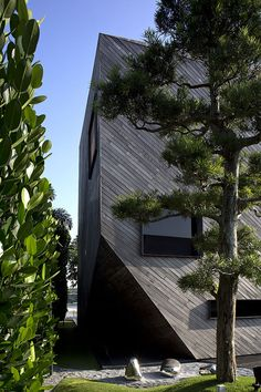 The Diamond House by Formwerkz Architects | HomeDSGN