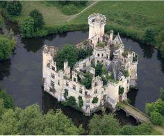 Château de la Mothe-Chandeniers is a castle at the town of Les Trois-Moutiers in the Poitou-Charentes region of France. Abandoned Buildings, Abandoned Castles, Old Buildings, Abandoned Places, Haunted Places, Beautiful Castles, Beautiful Buildings, Beautiful Places, Romantic Places