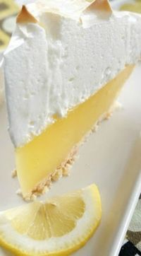 The best, no fail, lemon meringue pie. The lemon meringue stays fluffy and does not pull away from the crust. The filling does not get runny, it stays perfectly together when you slice the pie. Lemon Desserts, Lemon Recipes, Just Desserts, Sweet Recipes, Baking Recipes, Delicious Desserts, Yummy Food, Lemon Mirangue Pie Recipe, Lemon Cakes