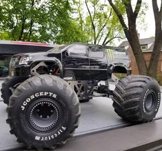 Redcat Racing Ground Pounder takes on many looks. Redcat Racing Ground Pounder takes on many … Monster Energy, Monster Jam, Rc Cars And Trucks, Custom Trucks, Big Monster Trucks, Rc Cars For Sale, Truck Tyres, Truck Wheels, Truck Tool Box