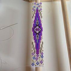 Inspiration #motifrosemoustache #jenfiledesperlesetjassume #japanesebeads #jenfiledesperlesetjaimeca #manchette #beads #bracelet #miyukiaddict #miyuki #matierepremiere #perles #perlesaddict