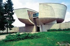 The Memorial and the Museum of the Slovak National Uprising (SNP) in Banská Bystrica - Slovakia.travel