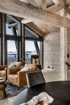 Chalet Interior, Modern Mountain Home, Cottage Exterior, Cabin Interiors, Wooden House, Log Homes, House Ideas, Plantation Houses, Home Decor
