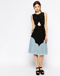 See by Chloe Sleeveless Silk Midi Dress with Cut Out Front and Colour Block Hem Was: 854.74$ Now: 458.55$