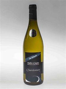 Chardonnay - Questo classico vitigno ha originariamente guadagnato la sua fama nei vigneti francesi della Borgogna e dello Champagne. Caratteristica principale sono le sue ammirevoli capacità di adattamento ai diversi climi,da noi in Valle gli sbalzi di temperatura in epoca vendemmiale, tra giorno e notte, fissano intriganti profumi sulle bucce, che vengono rilasciati prima al mosto e poi al vino.