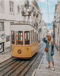 Lisboa, Portugal, viajar pela Europa, destinos incríveis, lugares inesquecíveis all the beauty in the world Road Trip Portugal, Portugal Travel, Plan Europe, Europe Budget, Oh The Places You'll Go, Places To Travel, Travel Pictures, Travel Photos, Reisen In Europa