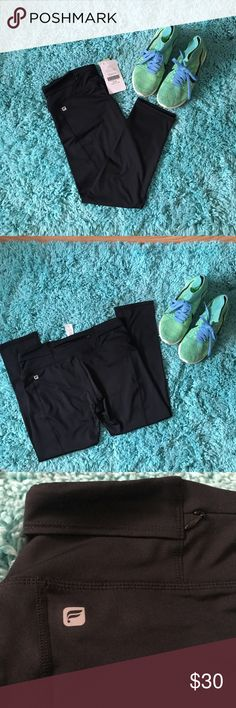 """Fabletics """"GIA"""" Capri leggings Never been used. Brand new condition. With the original tags.  Mid-rise, medium compression, Capri leggings  Good for: training in the rain Fabletics Pants Leggings"""