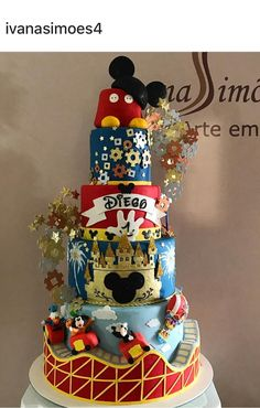 Mickey parque de diversões Big Birthday Cake, 2nd Birthday Boys, Mickey Mouse First Birthday, Mickey Mouse Clubhouse Party, Birthday Party Tables, Mickey And Minnie Cake, Bolo Mickey, Mickey Cakes, Mouse Parties