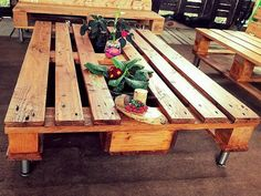 Now have a close view of the repurposed wood pallet patio table, the table is just like a common table from the sides; but there is a space between its 2 sides where the planter can be placed with the colorful flowers to add color to the area.