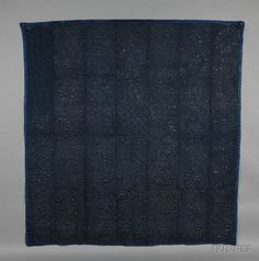 INDIGO BLUE GLAZED CALAMANCO/WHOLE CLOTH QUILT, PROBABLY MASSACHUSETTS, LATE 18TH/EARLY 19TH CENTURY, COMPOSED OF SIX WOVEN GLAZED WORS - AMERICAN FURNITURE & DECORATIVE ARTS - SALE 2444 - LOT 318 - Skinner Inc