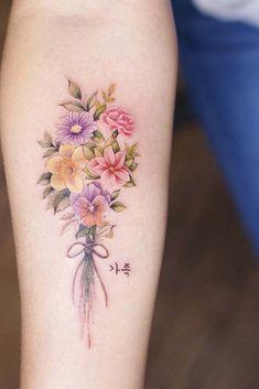Girl Flower Tattoos, Flower Bouquet Tattoo, Beautiful Flower Tattoos, Flower Tattoo Designs, Pretty Tattoos, Rose Tattoos, Body Art Tattoos, Girl Tattoos, Small Tattoos