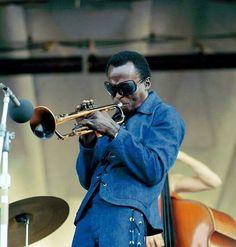 Fuck Yeah Miles Davis — huariqueje:     Miles Davis Runs The Voodoo Down...