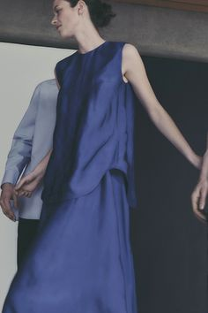 COS is a contemporary fashion brand offering reinvented classics and wardrobe essentials made to last beyond the season, inspired by art and design. Runway Fashion, Fashion Outfits, Fashion Shoot, Street Fashion, Thing 1, How To Make Clothes, Making Clothes, Fashion Brand, Fashion Design