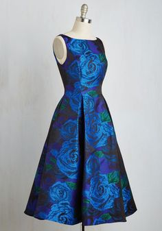 Your terrific taste in wine and cuisine matches your affinity for elegance, which is apparent when you sport this royal blue A-line from Adrianna Papell! With a subtle sheen, this patterned midi boasts cerulean and emerald roses, a V-back, perfect pleats, and pockets for a look as timeless as your tendencies.