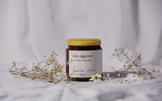 Homemade marmalades, infused honey, and beeswax candles.A branding based on organic and recycled materials. Branding And Packaging, Food Packaging, Beeswax Candles, Candle Jars, Jar Design, Glass Vials, Creativity And Innovation, Packaging Design Inspiration, Recycled Materials