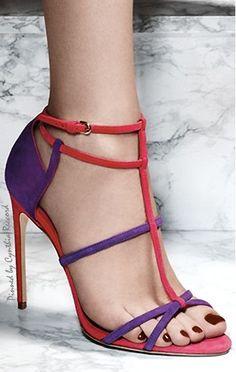 Encantadoras sandalias rojo y violetaNo se que pensareis vosotras, pero a mí me encantan estas preciosas sandalias de tiras en color rojo y violeta, así como sus maravillosos tacones, seguro que...