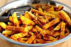 Big fan of sweet potato fries. Eat your veggies! Try sweet potato frites, warm spinach salad, Oven Baked French Fries, Best French Fries, French Fries Recipe, Side Recipes, Healthy Recipes, Warm Spinach Salads, Good Food, Yummy Food, Fries In The Oven