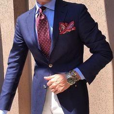 Classic Navy Blue Blazers with Red white dot tie. Dressing like a true gentleman is not only about fashion, but about self-discipline. Suit Up, Suit And Tie, Mens Fashion Suits, Mens Suits, Classic Men, Best Suits For Men, Estilo Hipster, Navy Blue Suit, Moda Casual