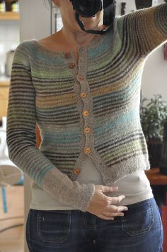 Knitted striped cardigan - Mon Petit Gilet Rayé by Isabelle Milleret - ravelry. Ladies Cardigan Knitting Patterns, Crochet Cardigan, Knitting Patterns Free, Knit Patterns, Free Knitting, Free Pattern, Crochet Quilt, Knit Crochet, Punto Fair Isle