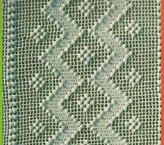 Un copriletto formato da strisce lavorate a filet  con motivo a zig-zag. Il punto predominante è il punto nocciolina che rende questo cop...