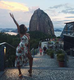 Levando meu vestido @siberian_oficial para turistar no ÉrreJota  @bondinho_oficial muito obrigada por me emocionar com a vista mais uma vez!