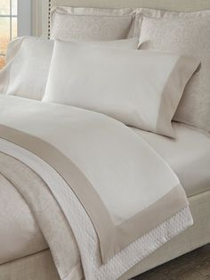 Sleek Look, A 17, Flat Sheets, Luxurious Bedrooms, Classic Style, Pillow Cases, Contrast Color, Contemporary, Elegant