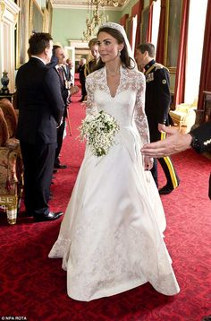 Kate Middleton's show-stopping bouquet, designed by Shane Connolly, also contained lily-of... #katemiddleton