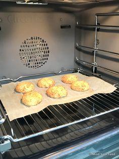 Bloemkoolburgers met witte bonen - Mind Your Feed Griddle Pan, Vegetarian, Bread, Dishes, Healthy, Kitchen, Recipes, Food, Cuisine