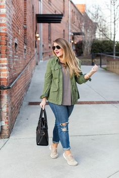 Criss Cross Striped Top Criss Cross Striped Top Easy casual outfit click through for more on this simple weekend look Simple Casual Outfits, Casual Fall Outfits, Casual Weekend Outfit, Comfy Casual, Work Casual, Casual Mom Style, Easy Outfits, Autumn Outfits, Fall Fashion Trends