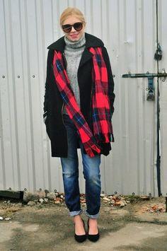Male jeans + grey sweater = 2 PLN