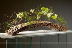 A delicately crafted masterpiece by Gregor Lersch. He is truly the master of natural floral art. Contemporary Flower Arrangements, Unique Flower Arrangements, Unique Flowers, Gregor Lersch, Flower Structure, Sogetsu Ikebana, Flora Design, Arte Floral, Decoration Table