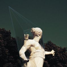 The project has be born observing the spiders webs formed on the statues of the Reggia.