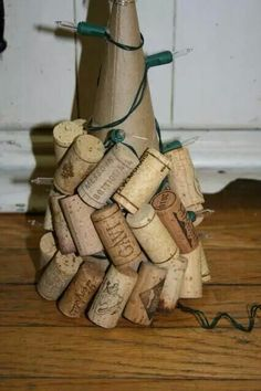 Wine Cork Christmas Decorations & & lights off and turn your Cork Christmas Tree lights on! Wine Craft, Wine Cork Crafts, Wine Bottle Crafts, Wine Bottles, Bottle Candles, Soda Bottles, Bottle Lights, Christmas Projects, Holiday Crafts