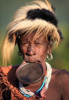Ethiopia, tribes, Surma, Suri people Among the Suri people in Ethiopia a girl's… Tribes Of The World, People Of The World, Ethiopian Tribes, Girls Lips, Tribal People, African Tribes, Cultural Identity, In The Hole, Choose Life