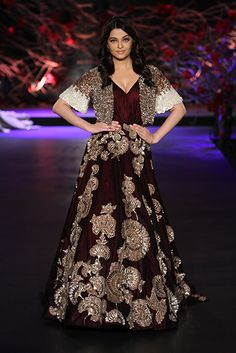 Latest Screen manish malhotra Bridal Gowns Popular Curtains your bridal dress could be one of the most thrilling tasks you may possibly carry out, whet Indian Bridal Wear, Pakistani Bridal, Bridal Lehenga, Pakistani Dresses, Indian Gowns, Indian Attire, Lehenga Designs, Bridal Gown Styles, Bridal Dresses