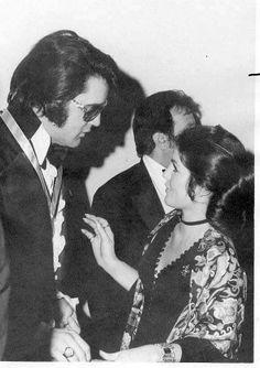 Elvis and Priscilla Presley attend the U. Jaycees at Holiday Inn-Rivermount in Memphis, TN. Elvis Presley Priscilla, Elvis Presley Family, Elvis Presley Photos, Lisa Marie Presley, Rare Elvis Photos, Graceland Elvis, Robert Sean Leonard, Elevator Music, Burt Reynolds