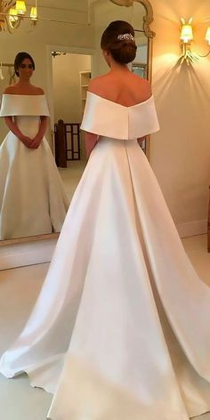 White wedding dress. All brides dream about having the ideal wedding ceremony, but for this they need the best bridal wear, with the bridesmaid's dresses actually complimenting the brides-to-be dress. These are a variety of tips on wedding dresses.