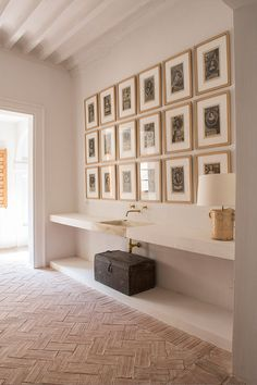 Home Interior Bathroom Modern traditional bathroom design Modern Traditional, Traditional Bathroom, Tadelakt, Menorca, Decorating Small Spaces, Home Decor Accessories, Modern Bathroom, Sweet Home, New Homes