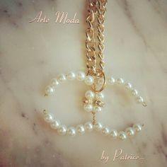 """Modello """"Il mito Chanel""""...ciondolo realizzato completamente a mano...#bijoux#accessori#bigiotteria#jewels#jewelry#bijouxfattiamano#fashion#madeinitaly#chanel#modaitaliana#pendant#outfit#"""