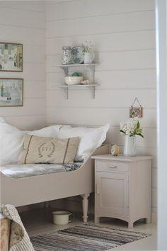 Arrangement on the wall - Tante Monica: Resten av fjoråret Small Room Bedroom, Dream Bedroom, Diy Bedroom Decor, Home Decor, Small Rooms, Bedroom Ideas, Single Bedroom, Bedroom Styles, Cottage Living