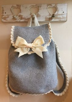 Jump on board the backpacks trend with this adorable, frilly crochet bag